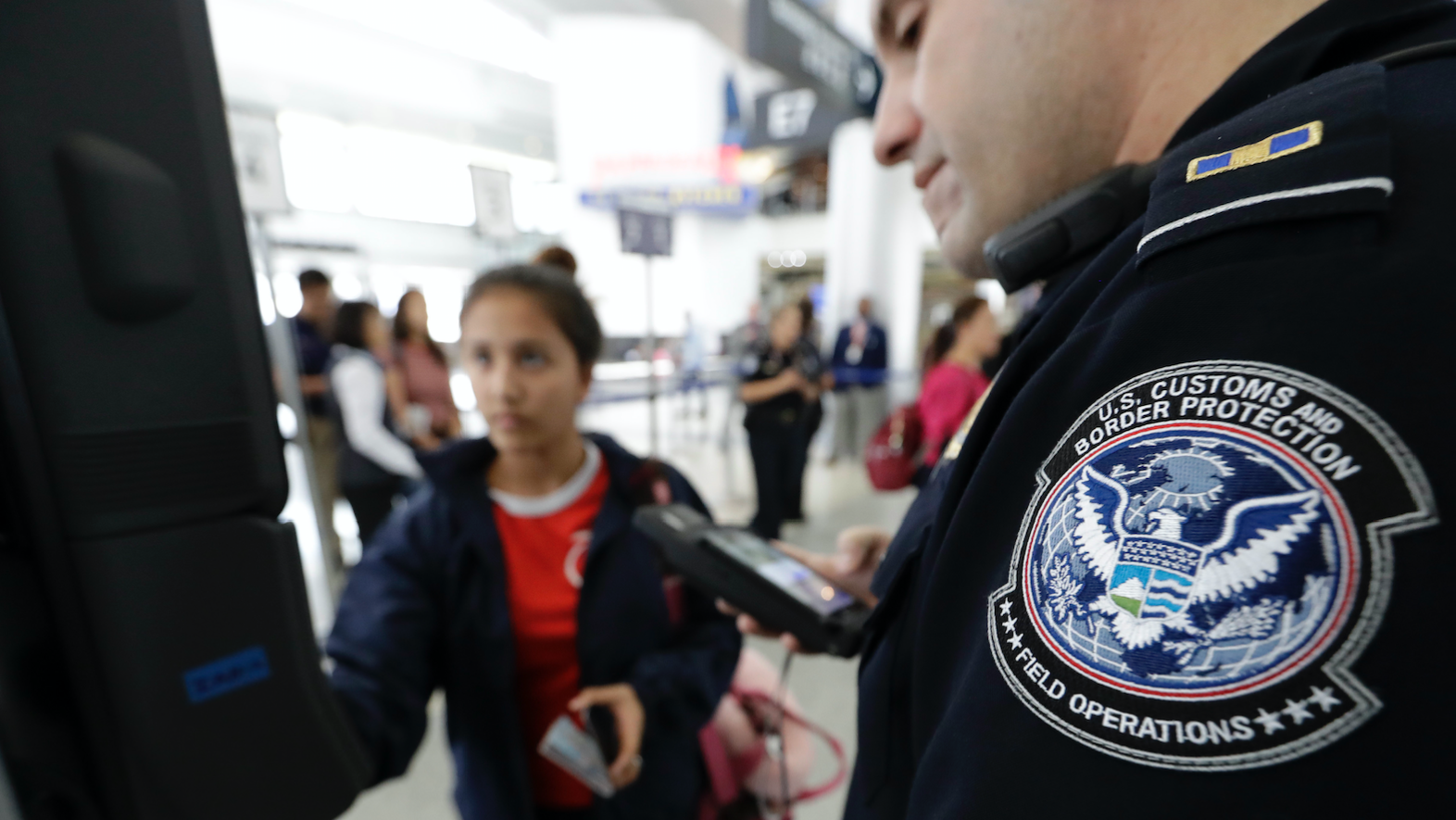 US Homeland Security's Airport Facial Scans Are Buggy And Possibly Illegal, Report Finds