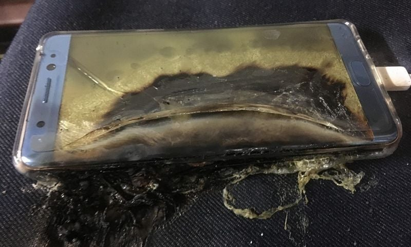 Airlines Now Verbally Warning Passengers Not to Use Samsung Galaxy Note 7 on the Plane