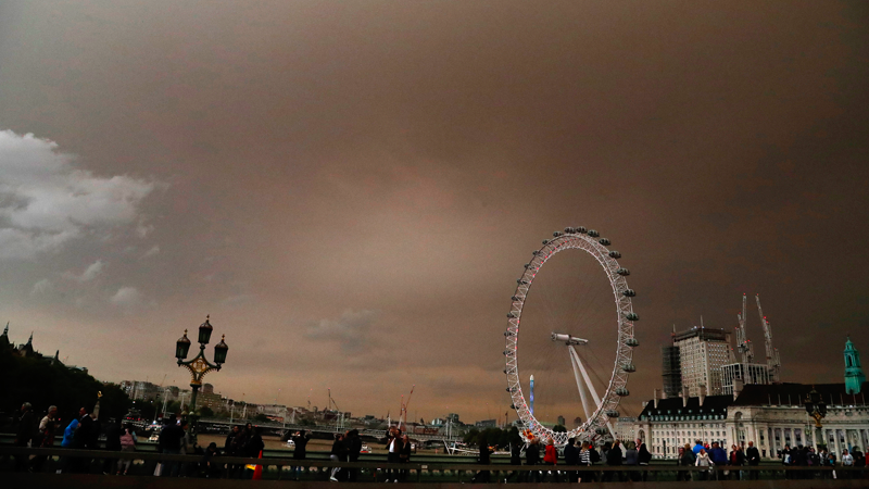 Former Hurricane Ophelia Is Making London Look Pretty Apocalyptic Right Now