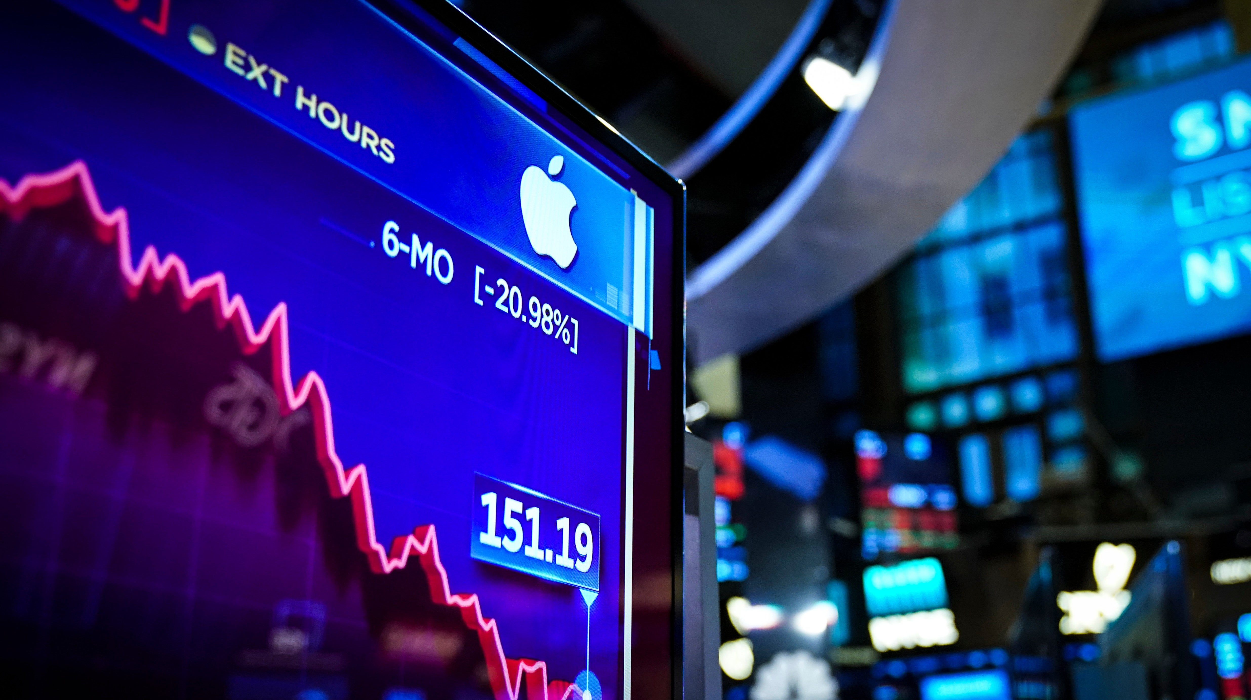 Former Apple Lawyer Tasked With Blocking Insider Trading Indicted On Charges Of Insider Trading