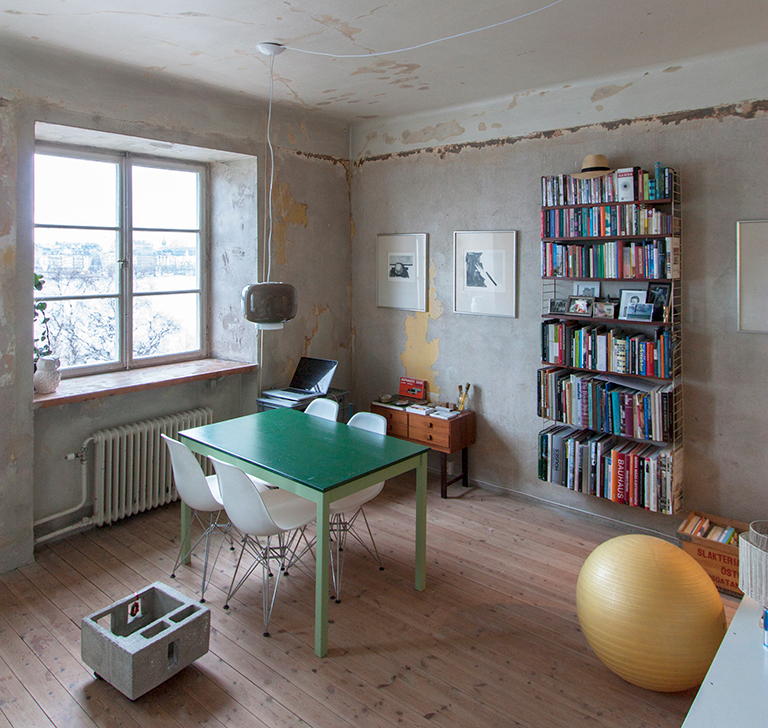 Tiny Apartments: This Tiny Apartment Is Built Inside A 30-Year-Old Storage