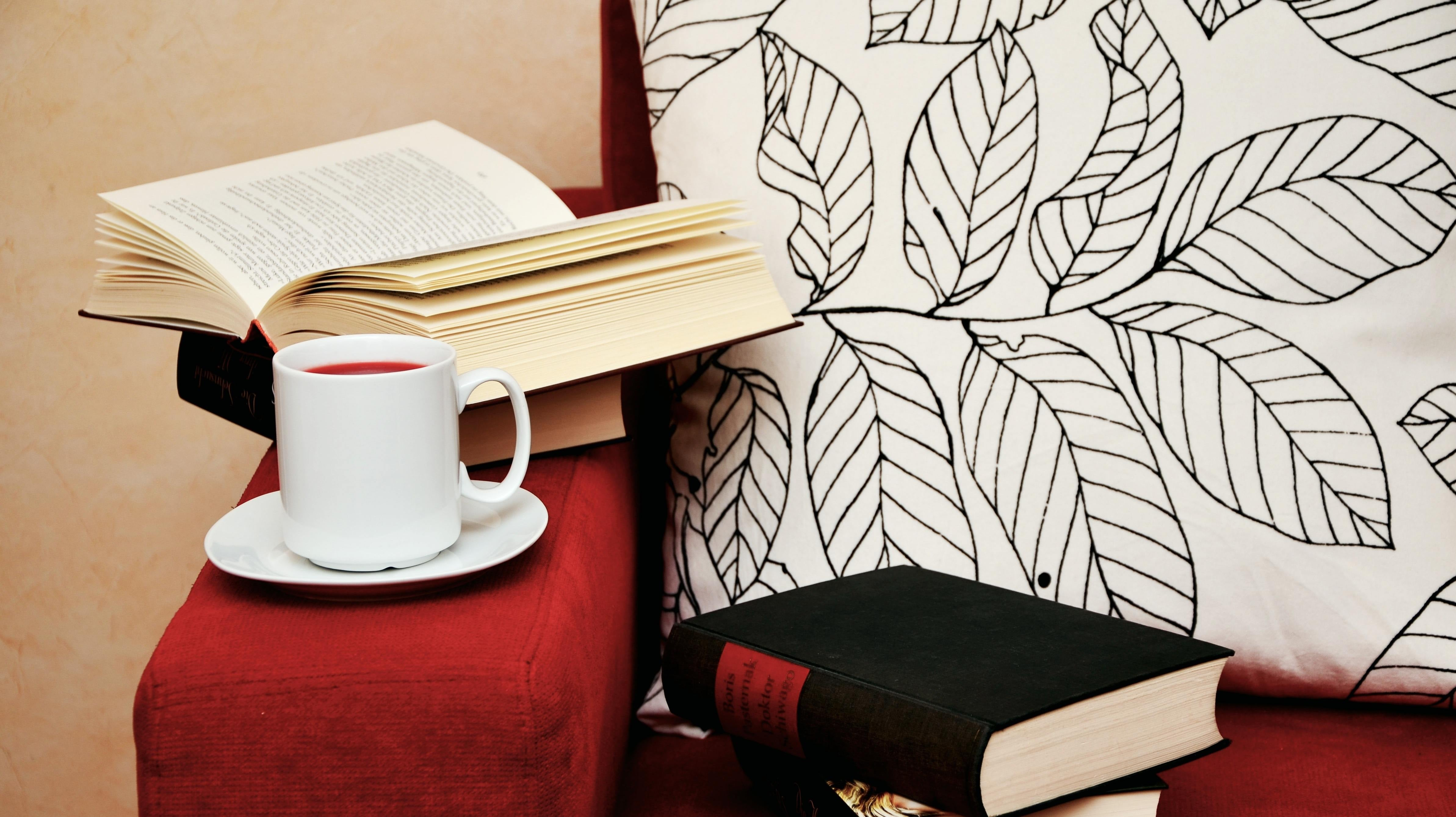 Lifehacker Staff's Winter Reading Picks