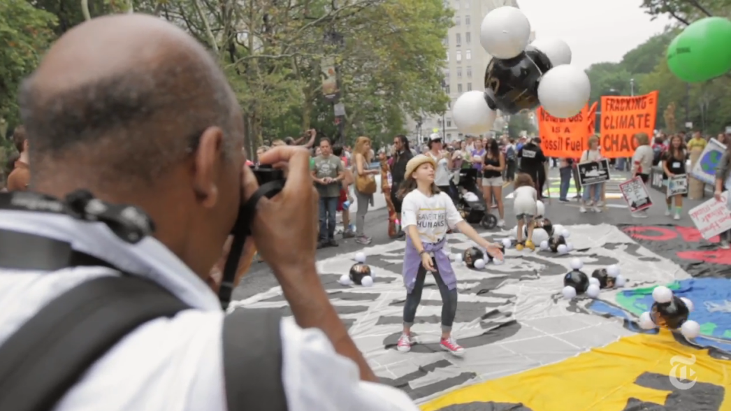 A New York Times Photographer Seeks the Perfect Shot In a Sea of People