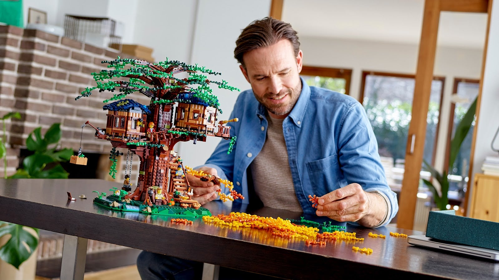 The New Lego Ideas Treehouse Includes Over 180 Plant-Based Bricks