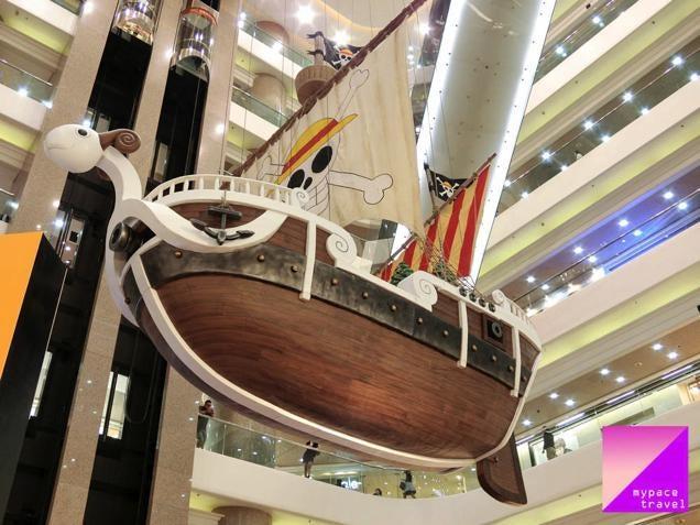 Huge One Piece Boat Docks in Hong Kong