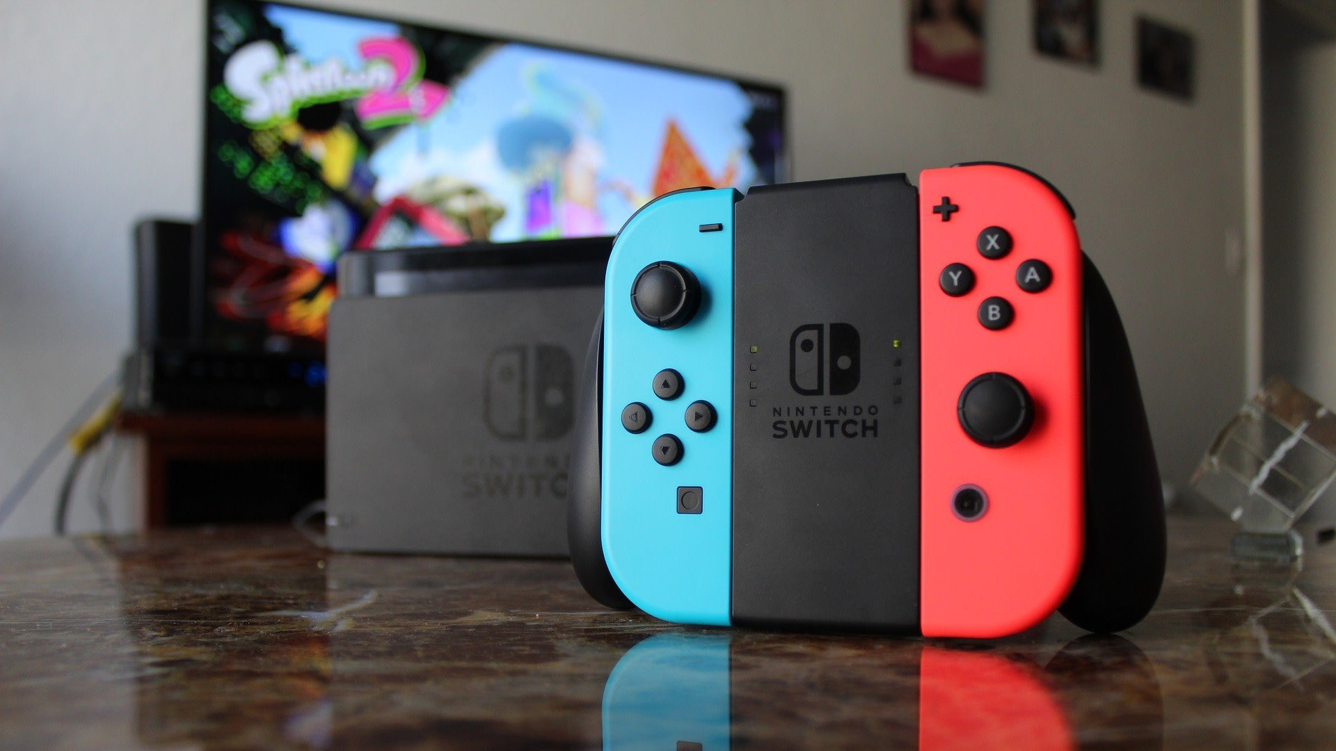 How To Spot The New Nintendo Switch With Better Battery Life, And Avoid Accidentally Buying The Old One