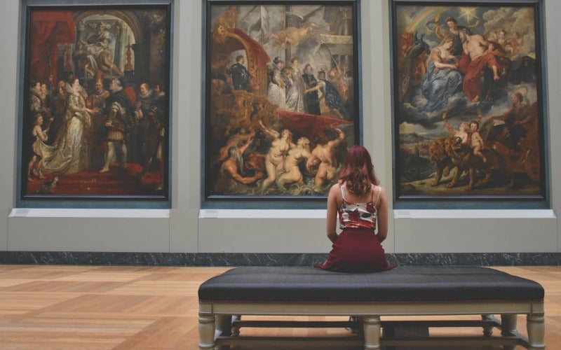 How To Find Your Selfie In A Museum