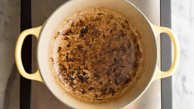 Restore Burnt Enameled Cookware With Baking Soda