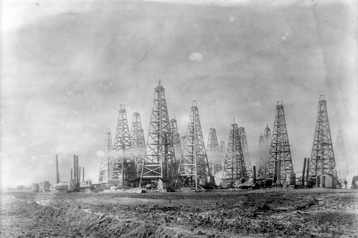 These Landscapes Covered In Oil Wells Are Like Huge Alien Cities