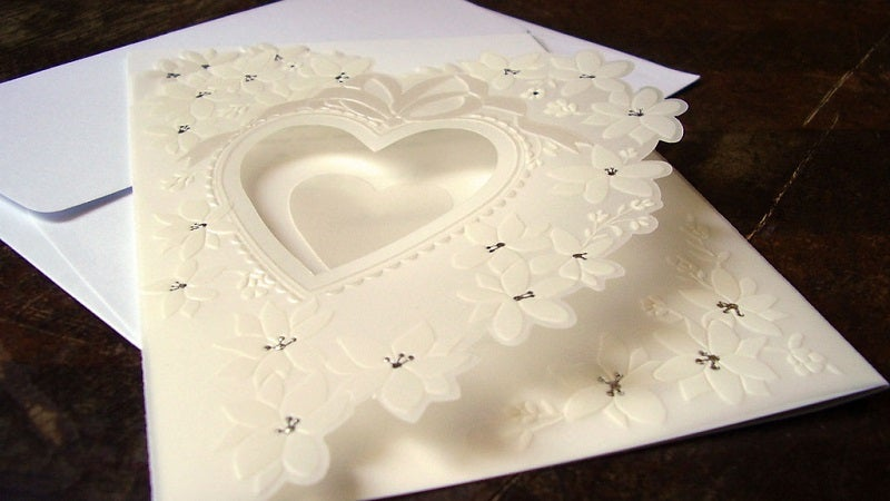 Avoid These Six Embellishments To Save On Wedding Invitations