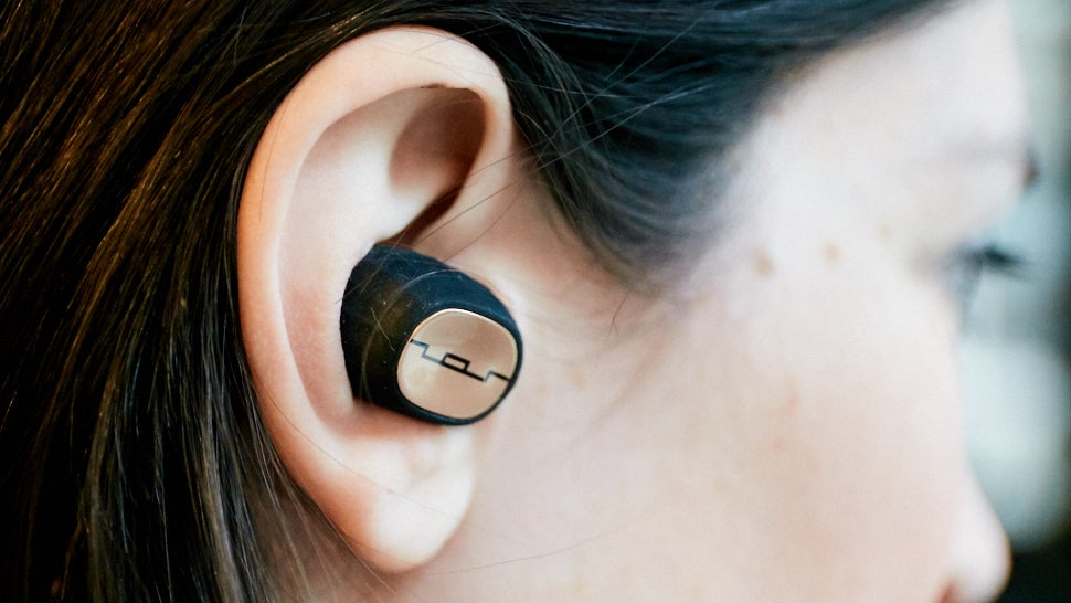 Sol Republic Amps Air Are Truly Wireless Earbuds That Kind of Suck
