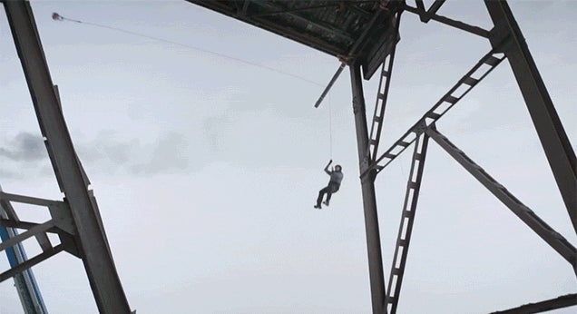 Crazy Falling Man on a Loose Rope Stunt Shows How Physics Works