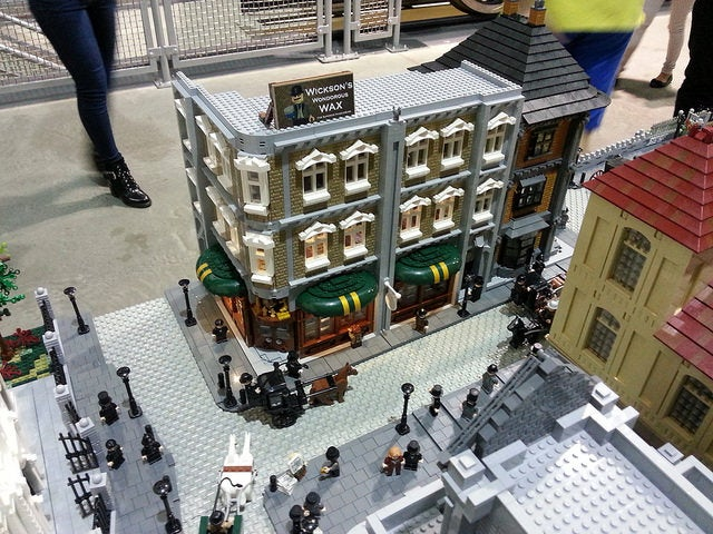 Victorian Era LEGO London Is Massive
