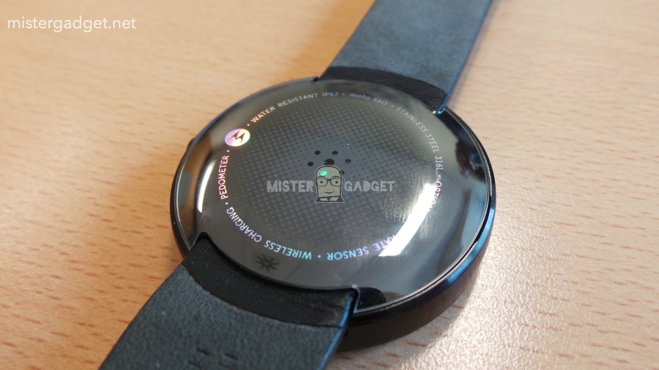 Moto 360's Wireless Charging Dock Looks As Good As the Watch