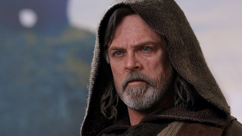 Hot Toys' Last Jedi Luke Skywalker Figure Is Legitimately Intimidating The Hell Out Of Me