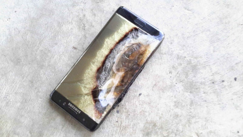Man's Replacement Galaxy Note 7 Catches Fire, Samsung Accidentally Texts 'I Can Try And Slow Him Down'