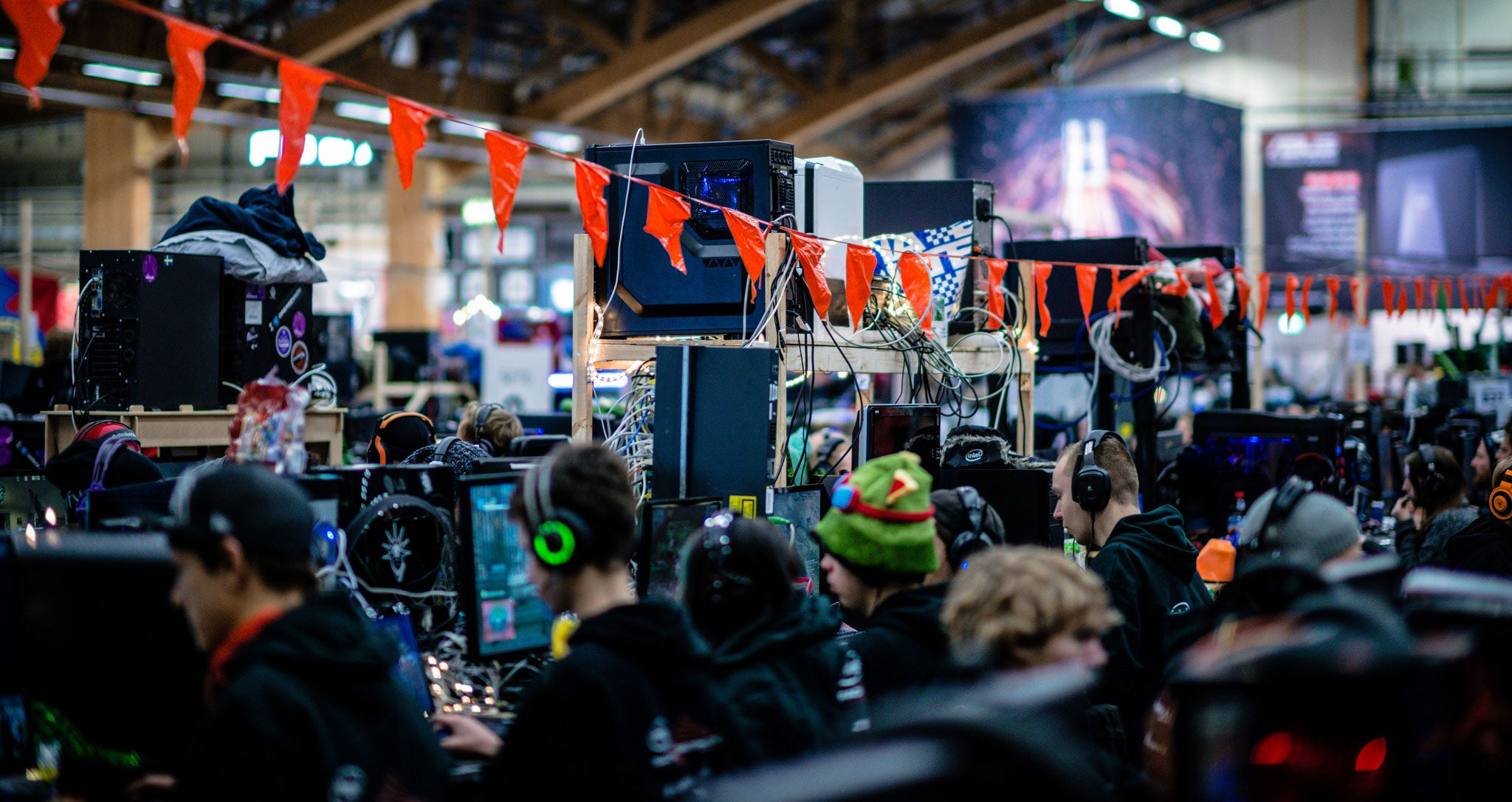 World's Biggest LAN Party Had Over 22,000 Computers, Looked Awesome