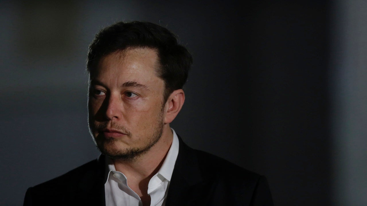 Elon Musk Gives Half-Arsed Apology To Cave Diver He Called A Pedophile