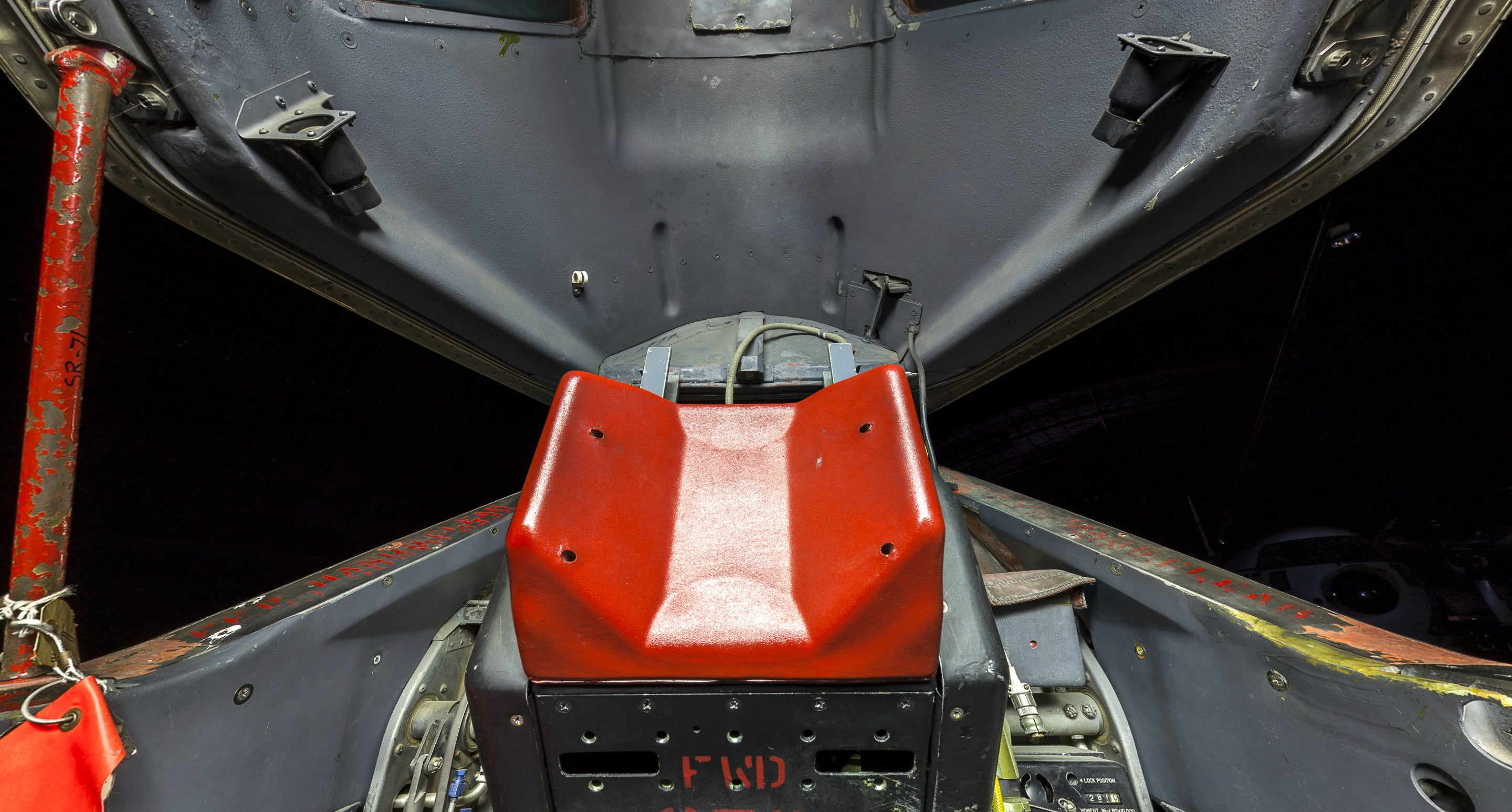 Amazing ultra-high definition photo of the SR-71 Blackbird cockpit