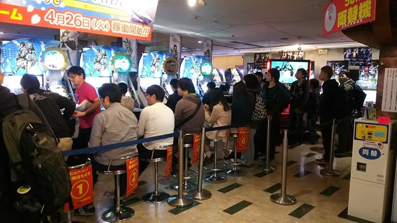 It's 2016 and Japanese People Are Lining Up for an Arcade Game