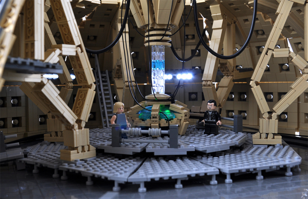 Fan-Built TARDIS Makes The Doctor Who LEGO Set Complete