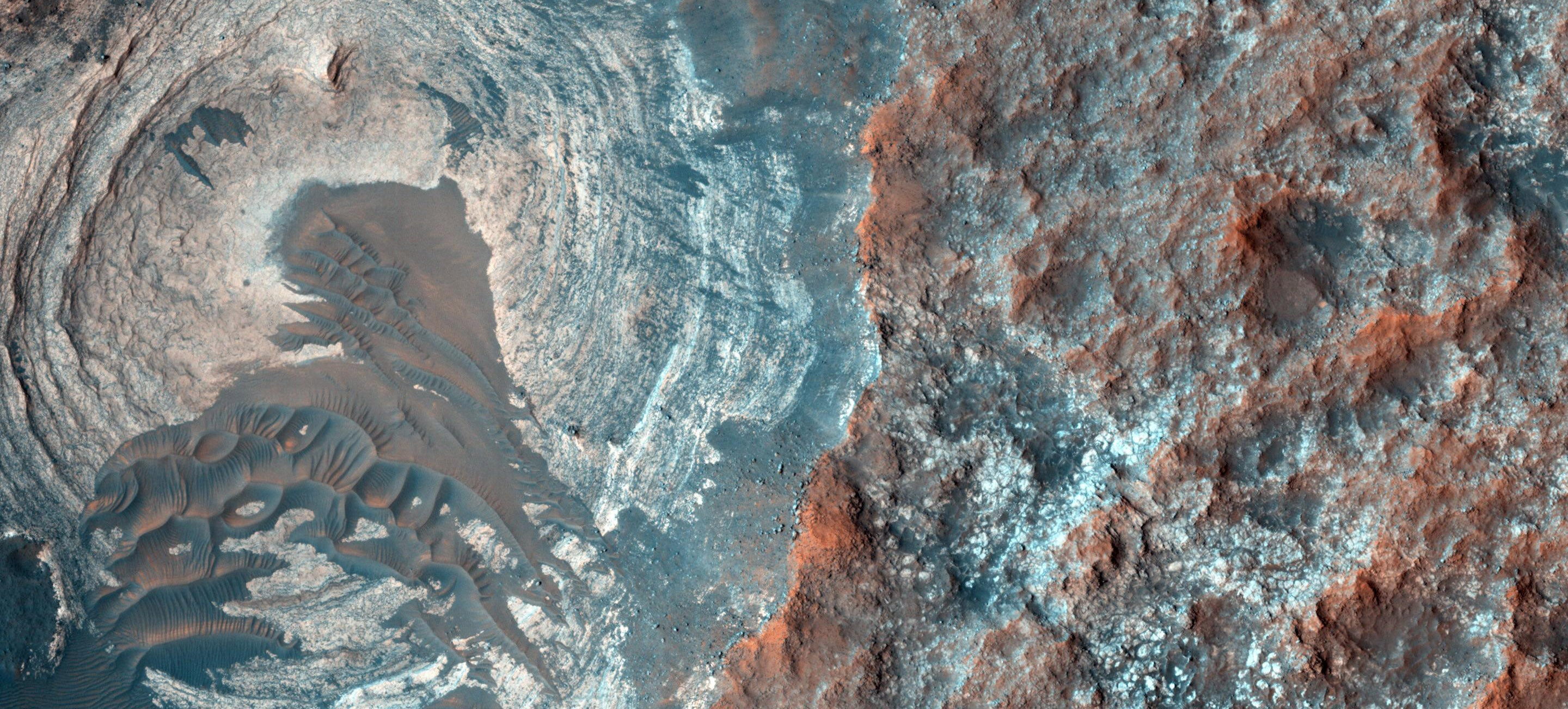 I Really Want to Hike Across This Landscape (But It's on Mars)