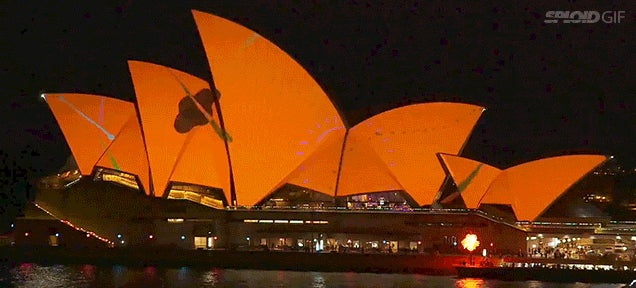 Video: Sydney Opera House comes alive with projection mapping animation