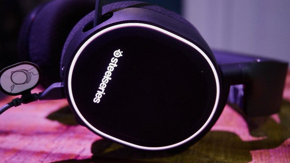 Steelseries' Arctis 5 Is a Good Gaming Headset Without All the Stupid Flash