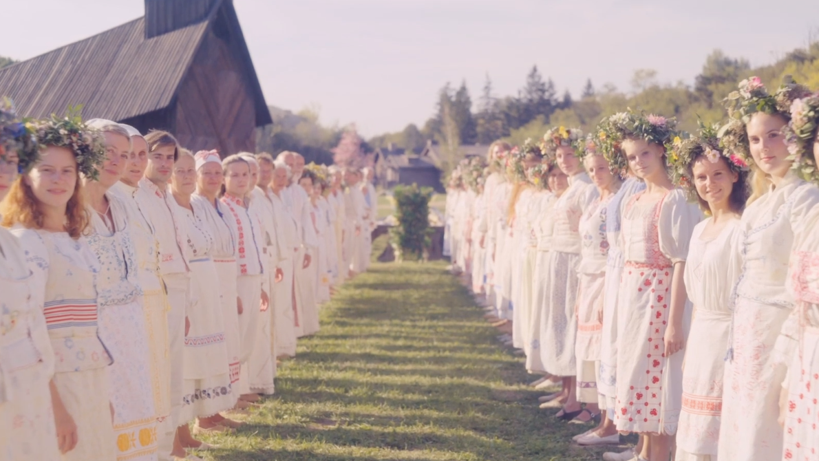 The First Eerie Trailer For Ari Aster's Midsommar Turns A Cult Into Paradise