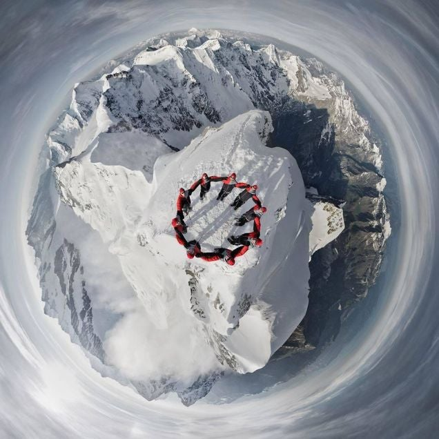 Amazing photos of a hundred mountaineers doing crazy stunts in the Alps
