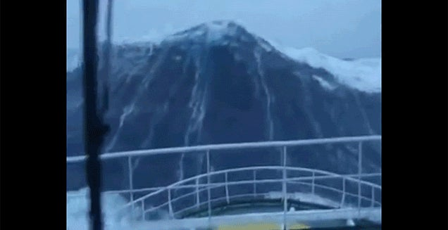Watch a Huge 30m Wave Crash Down and Smash a Ship
