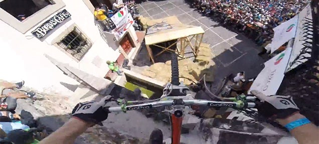 Urban downhill racing video is so scary that it accelerated my heart