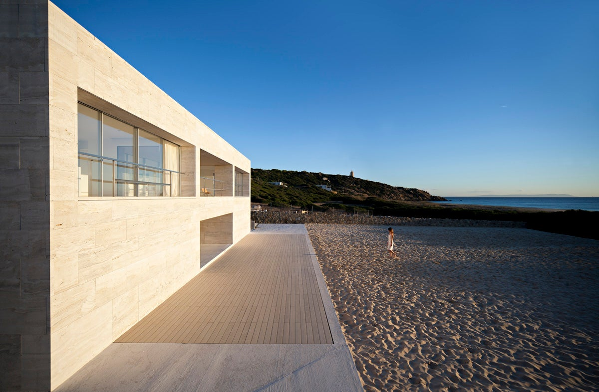 The perfect house is in a perfect beach in Cádiz, Spain