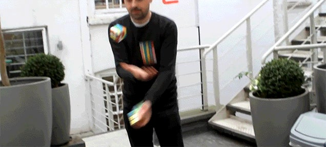 This Guy Can Solve 3 Different Rubik's Cube While Juggling Them at the Same Time