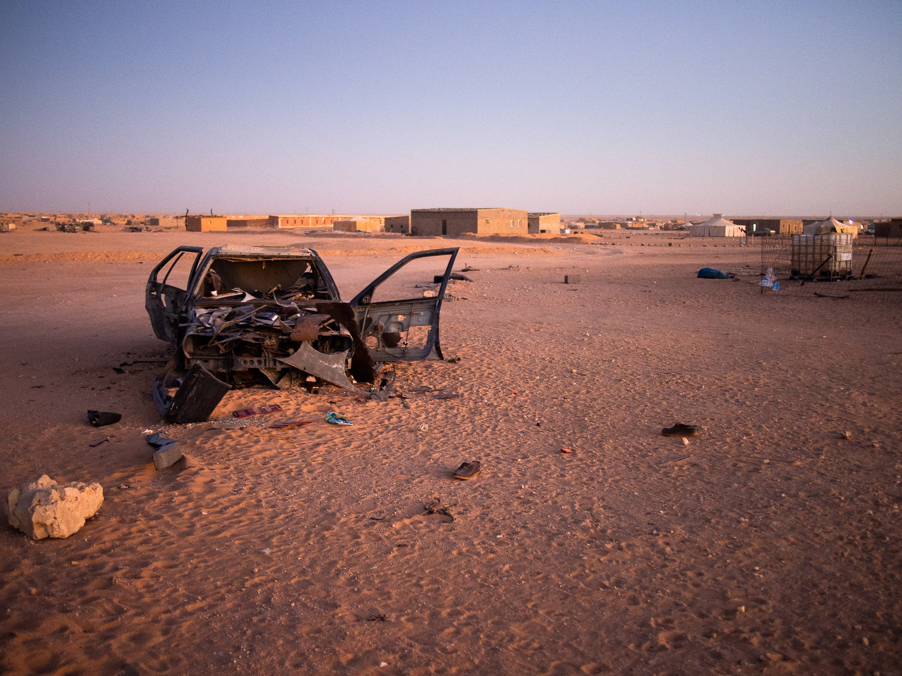 In War Torn Western Sahara, These Old Cars Are The King And Queen