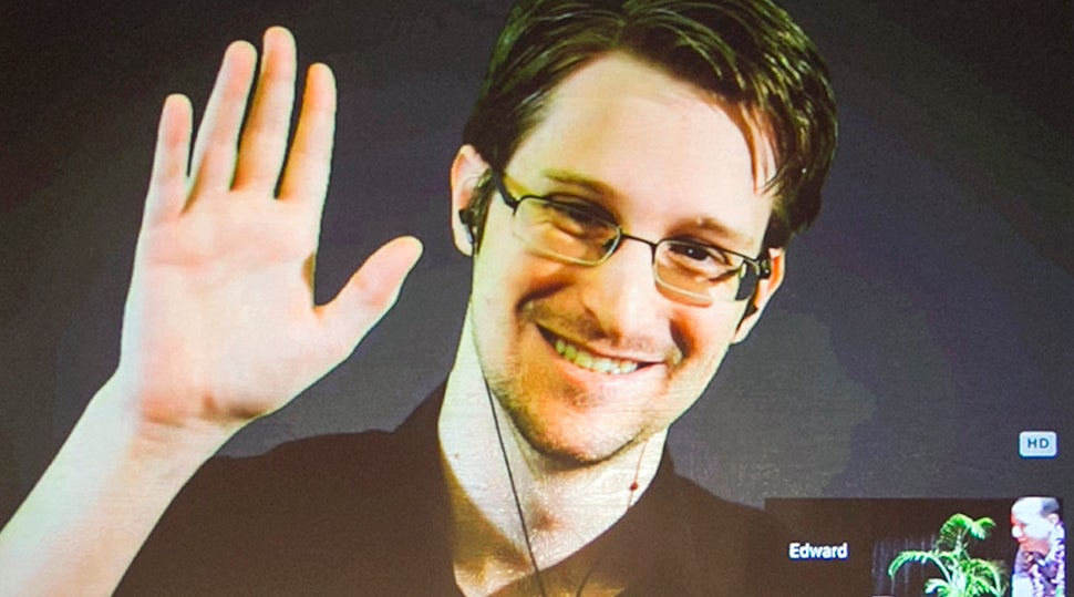 U.S. Department Of Justice Sues For All Of Edward Snowden's Book Profits