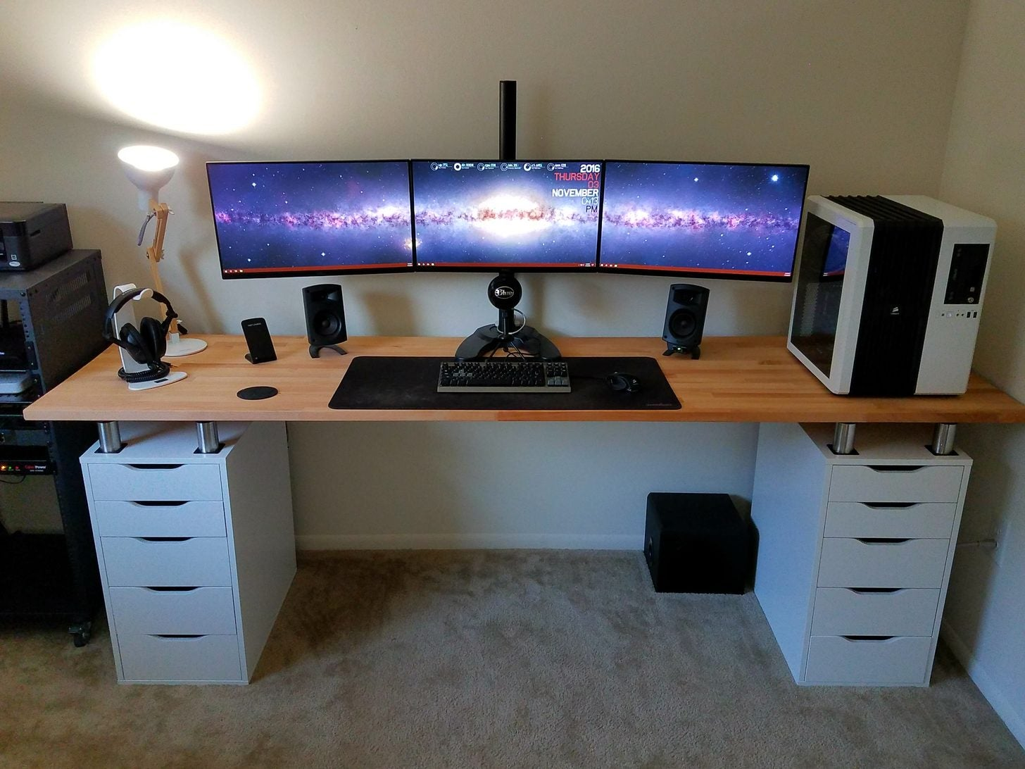 the triple monitor dual desk workspace lifehacker australia. Black Bedroom Furniture Sets. Home Design Ideas