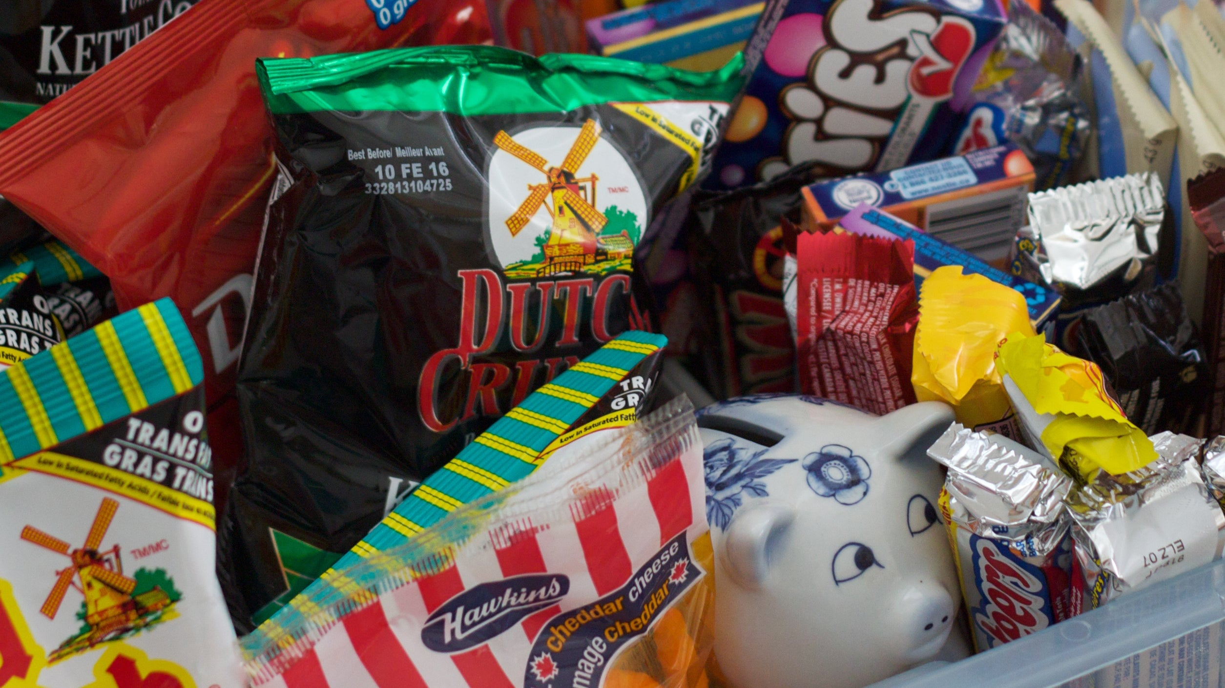 Why Hand Baskets and Reusable Bags Actually Make You Buy More Junk Food