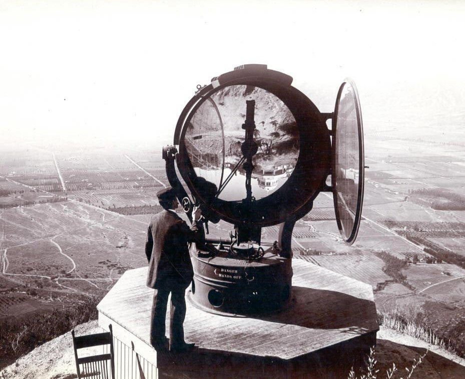 This Giant Searchlight Once Scanned L.A. From the Mountains Above