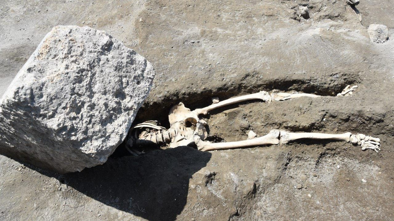 Pompeii Resident Had His Head Crushed By A Giant Stone While Fleeing Eruption