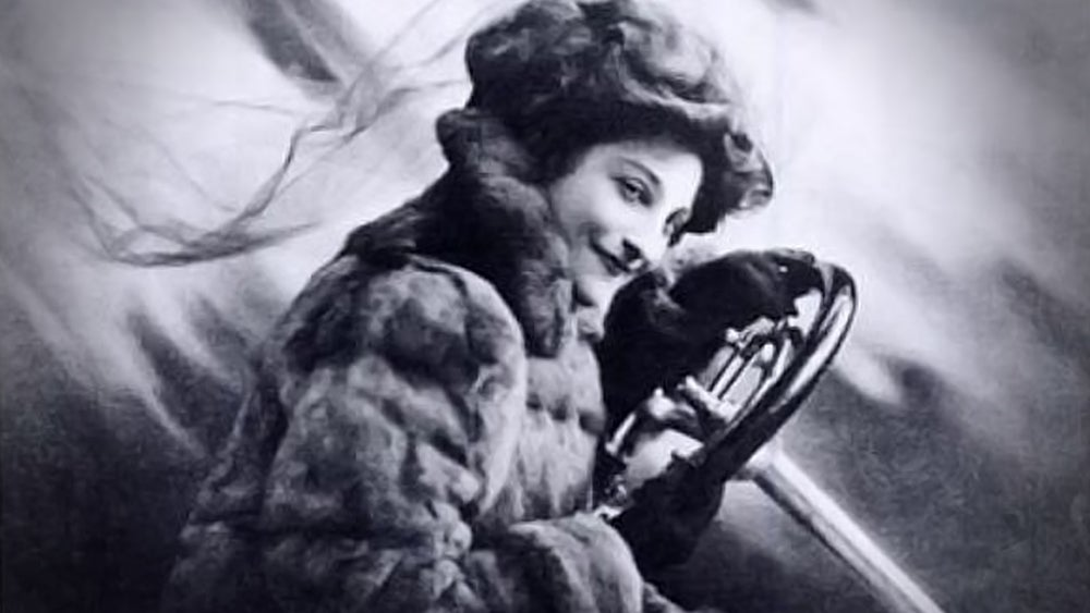 The Woman Who Taught Queens To Drive Set The Fastest Women's Speed Record