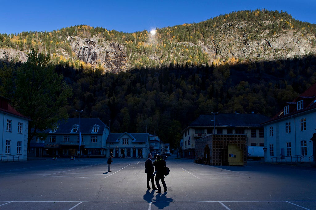 This Town's Hilltop Mirrors Light It Up With Second-Hand Sunshine