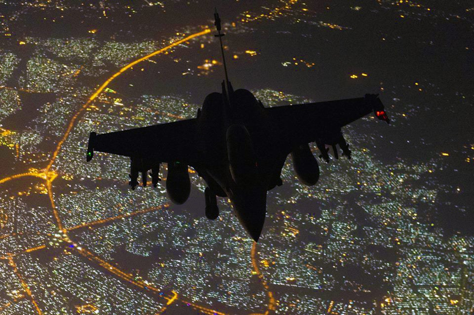 Cool photo of Batman or some Rafale pilot flying over Baghdad