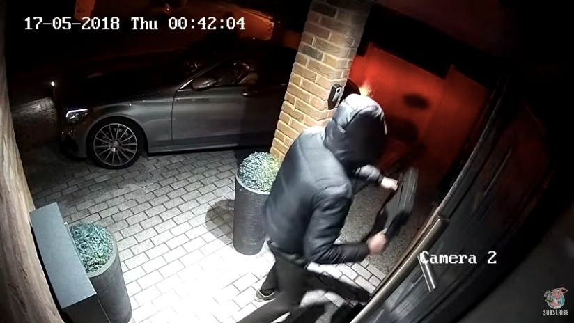 Thieves Steal A Car In 20 Seconds By Remotely Cloning The Signal From A Keyless Fob