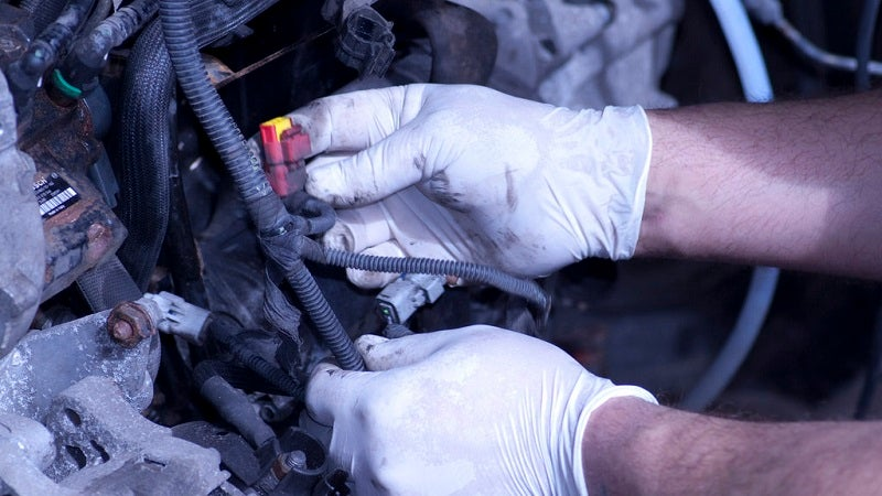 Ask Auto Mechanics To Show You The Problem To Avoid Getting Ripped Off