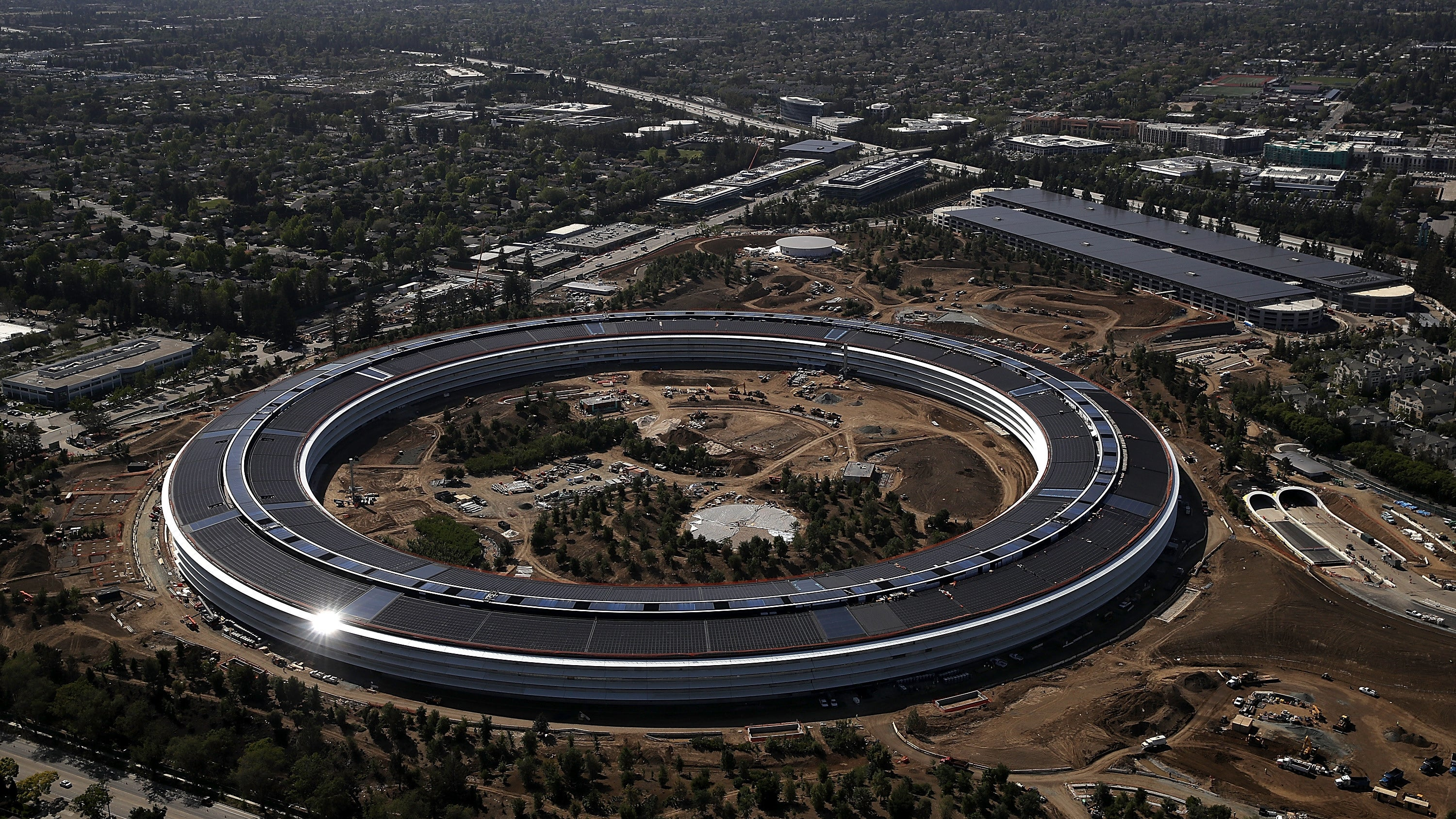 Report: Apple, Unlike Facebook And Google, Plans To Start Returning More Workers To Offices Soon