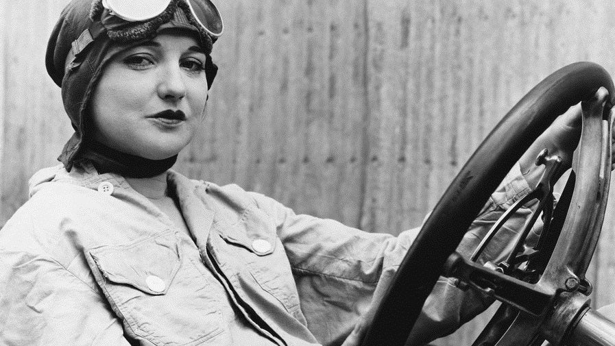 The First Woman To Ever Race Was A Socialite Who Called Herself 'Snail'