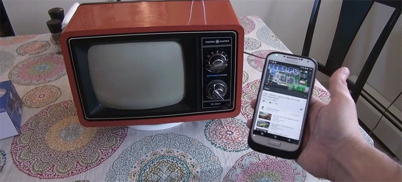Guy Gets Chromecast to Work on Vintage TV, Results in Great Fun