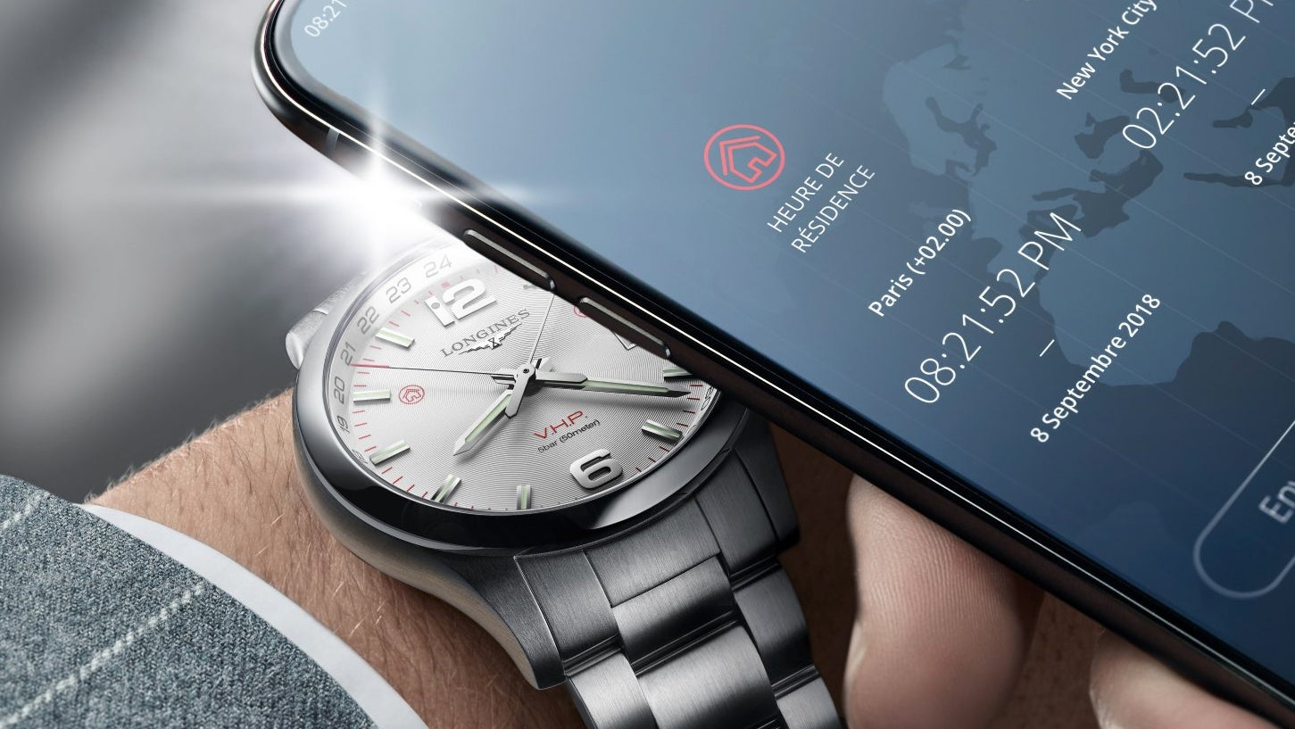 You Can Easily Reprogram The Timezone On This Watch Using Flashes Of Light From Your Smartphone