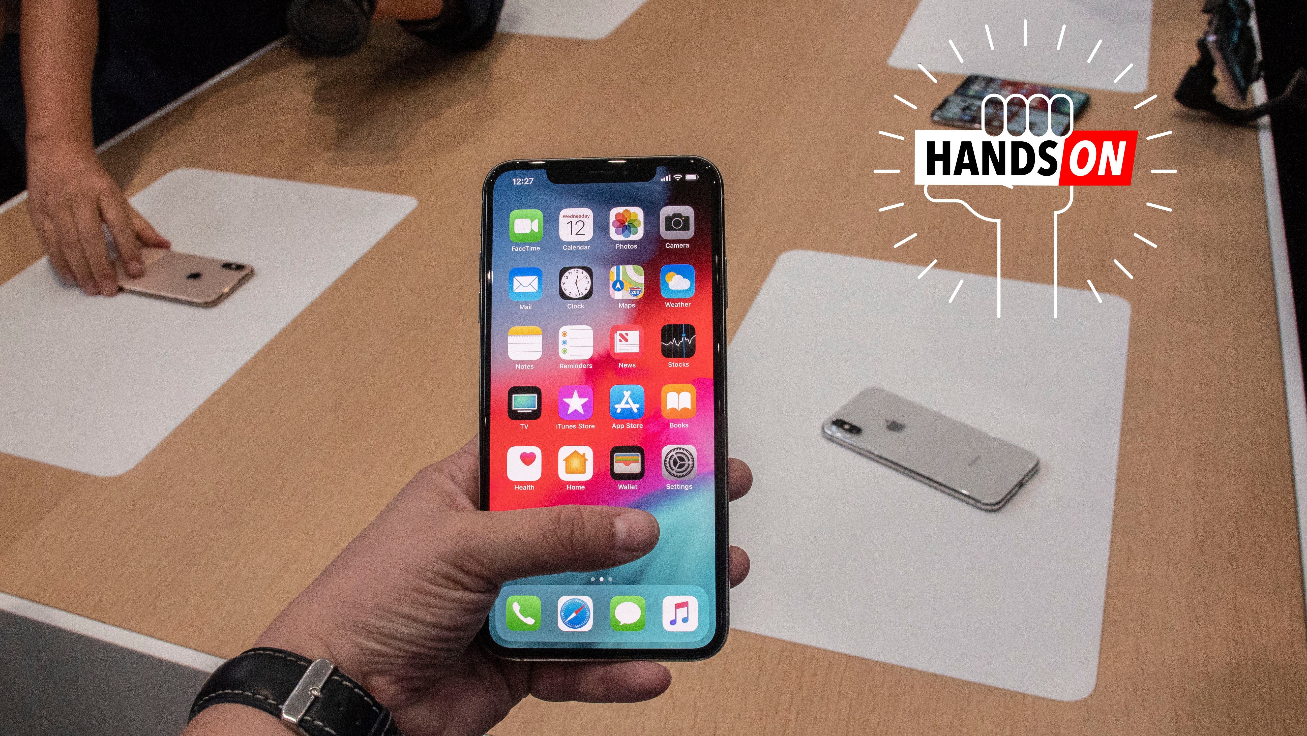 iPhone Xs Max First Impressions: Just How Massive Is This Freaking Thing?